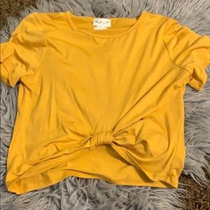 Cropped yellow t-shirt